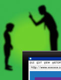 Взрослый читая лекцию безопасность обеспеченностью интернета ребенка Стоковое Изображение
