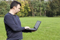 взрослый outdoors работая детеныши Стоковое фото RF