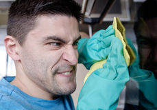 Взрослая печь чистки человека Стоковое Фото