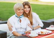 Взрослые мать и дочь Стоковая Фотография