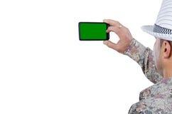 Взрослый человек щелкая с мобильным телефоном Стоковые Фото