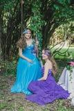 2 взрослых сестры, близнецы Стоковое Фото
