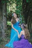 2 взрослых сестры, близнецы Стоковое фото RF