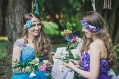 2 взрослых сестры близнецы Стоковое Фото