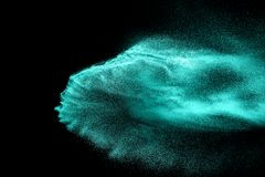 Взрыв влажного песка изолированный на черной предпосылке Абстрактное облако песка Стоковое Изображение
