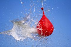 Взрыв воздушного шара вполне воды Стоковое фото RF