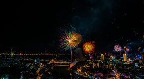 Взрыв фейерверка на 1-ом из торжества в январе в Чиангмае Thail Стоковые Фотографии RF