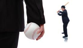 взятие игры бизнесмена бейсбола шарика Стоковые Изображения RF