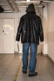 Взломщик идя в подвал Стоковые Фотографии RF