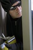 Взломщик крадя деньги Стоковая Фотография