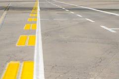 Взлётно-посадочная дорожка авиапорта стоковое фото rf