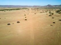 Взлётно-посадочная дорожка грязи в Onyuva, Намибии Стоковая Фотография