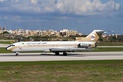 Взлётно-посадочная дорожка 32 Libyan 727 приземляясь Стоковые Изображения