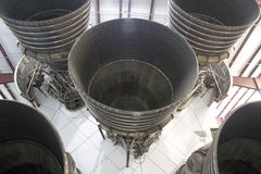 5 двигателей F-1 под луной Ракетой Сатурна v Стоковое Изображение
