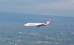 двигатель hawaiian Боинга 717 авиакомпаний Стоковое Изображение