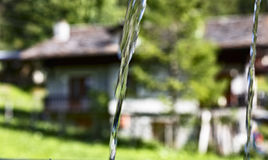 2 двигателя воды spouting от фонтана Стоковые Изображения
