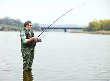 двигая под углом река рыболова Стоковое Фото