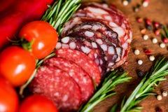 3 вида салями с томатами и перчинкой Стоковое Изображение RF