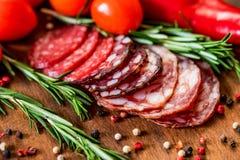 3 вида салями с томатами и перчинкой Стоковые Фотографии RF