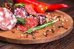 3 вида салями с томатами и перчинкой Стоковая Фотография