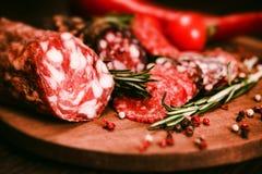 3 вида салями с томатами и перчинкой Стоковая Фотография RF