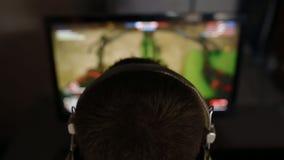 Видеоигра игры молодого человека акции видеоматериалы
