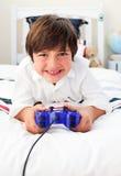 видео игр мальчика счастливое играя Стоковые Фото