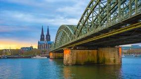 Видео промежутка времени церков собора St Peter в timelapse 4K Кёльне, Германии акции видеоматериалы