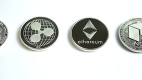 Видео скольжения Bitcoin, Ethereum, пульсации, нео, EOS, черточки, монеток cryptocurrency Monero сток-видео