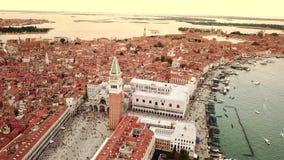 Видео трутня - вид с воздуха Венеции Италии сток-видео