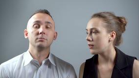 Видео человека и придурковатой девушки сток-видео