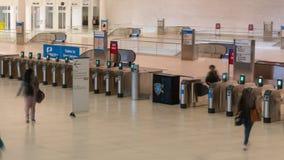 Видео Hyperlapse регулярных пассажиров пригородных поездов на станции всемирного торгового центра сток-видео