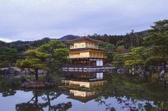 Видимость виска Kinkaku-ji стоковые изображения