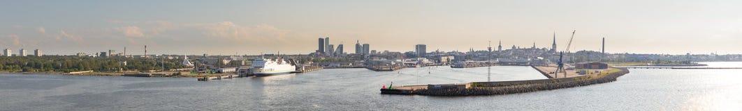 Вид на городе Tallinn от моря. стоковое фото