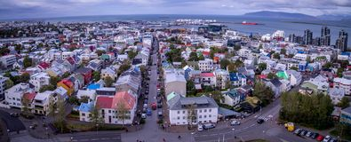 Вид на город Исландии Reykjavik панорамный стоковая фотография rf