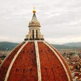 Вид на город и куполок Duomo Firenze постаретое фото Стоковое Изображение RF