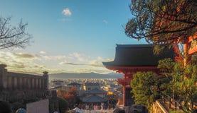 Вид на город от святыни на холме стоковая фотография rf