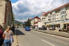 Вид на город Gura Humorului Принятый в апреле 2018 стоковое изображение