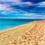 Вид на море на заходе солнца изумительный ландшафт Красивейший песчаный пляж стоковое изображение