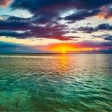 Вид на море на заходе солнца изумительный ландшафт стоковые фото