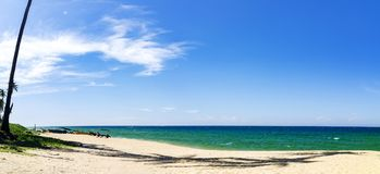 Вид на море красивой панорамы тропический под ярким солнечным днем, san Стоковое Изображение RF