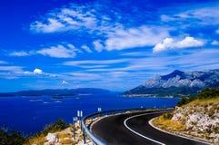 Вид на море от дороги стоковые изображения rf
