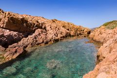 Вид на море с скалистым входом Стоковое Изображение