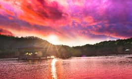 Вид на озеро вечера Стоковое фото RF