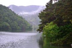 Вид на озеро отдыхает люди, вода жизнь Стоковые Изображения