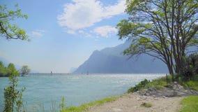 Вид на озеро Garda акции видеоматериалы