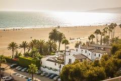 Вид на океан на пляже Санта-Моника в заходе солнца стоковое изображение