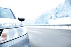 Вид спереди автомобиля на проселочной дороге Стоковое Изображение RF