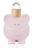 Вид спереди розовых piggy банка и padlock Стоковые Изображения