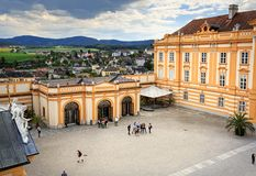 Вид с воздуха аббатства Melk Городок Melk Нижняя Австрия, Европа стоковые фотографии rf